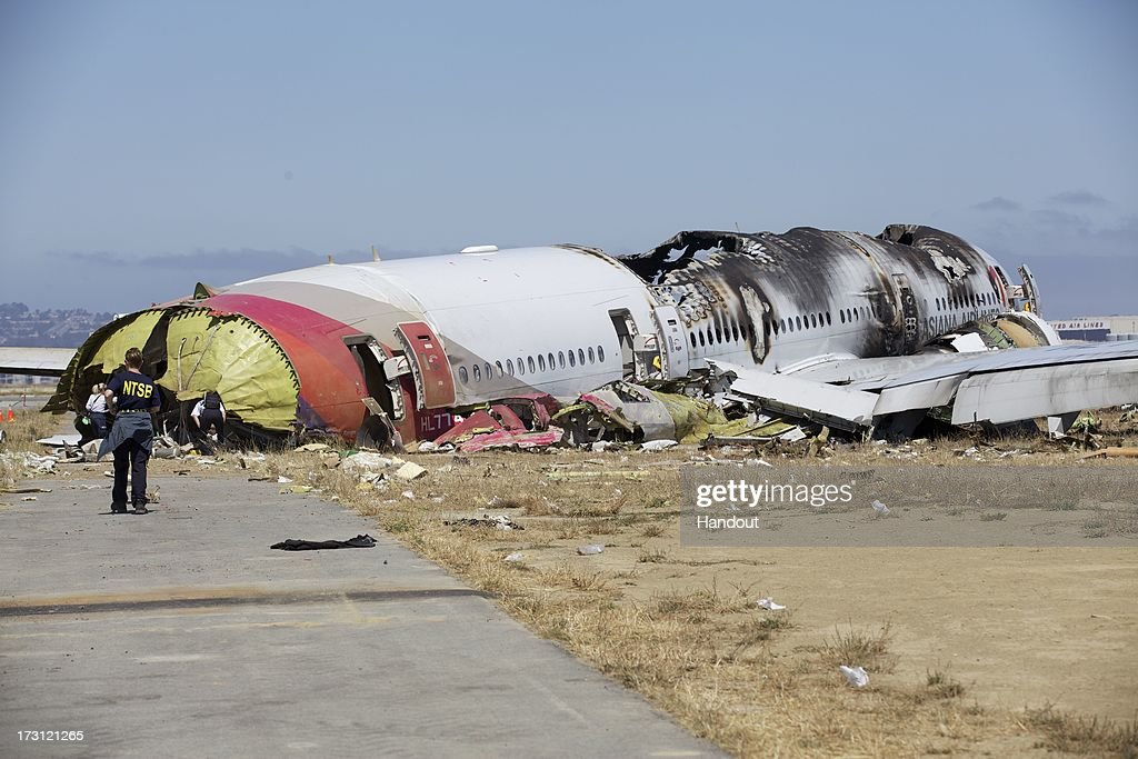 Boeing 777 Crashes At San Francisco Airport : ニュース写真