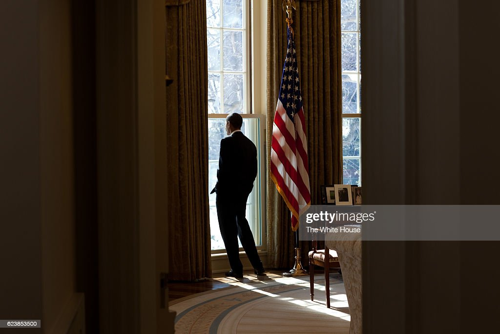 Barack Obama In The Oval Office : News Photo