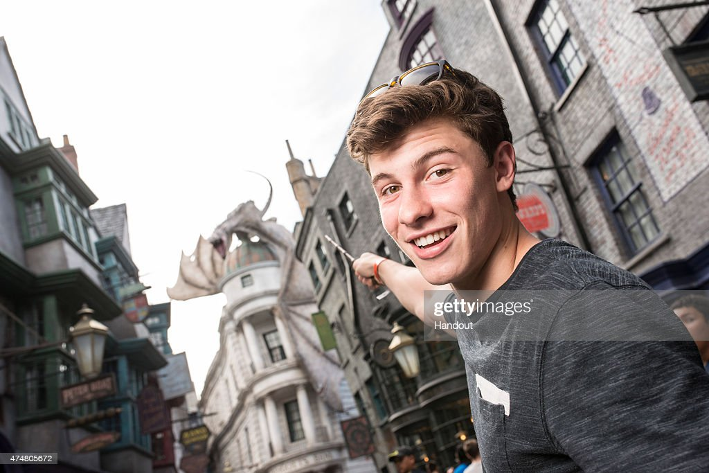 Shawn Mendes Visits Universal Orlando Resort