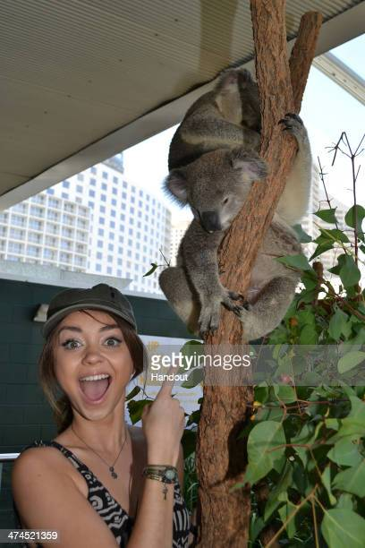 In this handout photo provided by WILD LIFE Sydney Zoo actress Sarah Hyland of 'Modern Family' visits the Sydney Zoo during a trip to Australia on...