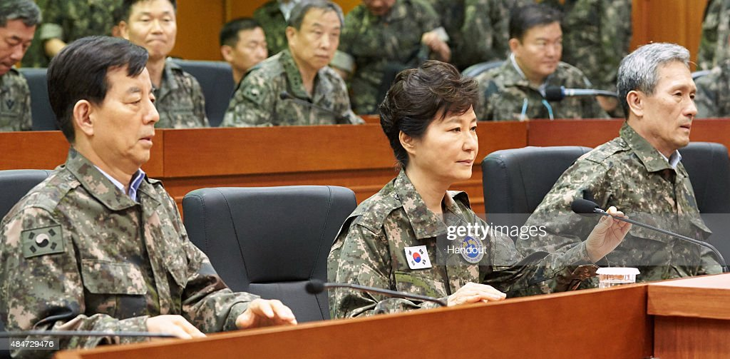 S. Korean President Park Visits The Third Army Headquarters Amid The Border Tension : News Photo