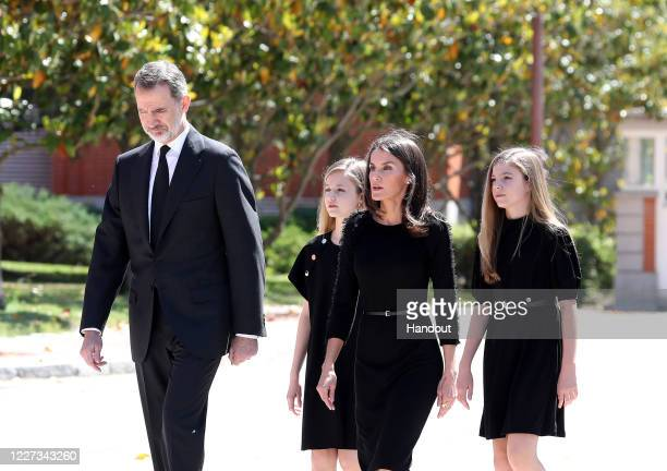 In this handout provide by Casa de SM el Rey Spanish Royal Household King Felipe VI of Spain Princess Leonor of Spain Queen Letizia of Spain and...