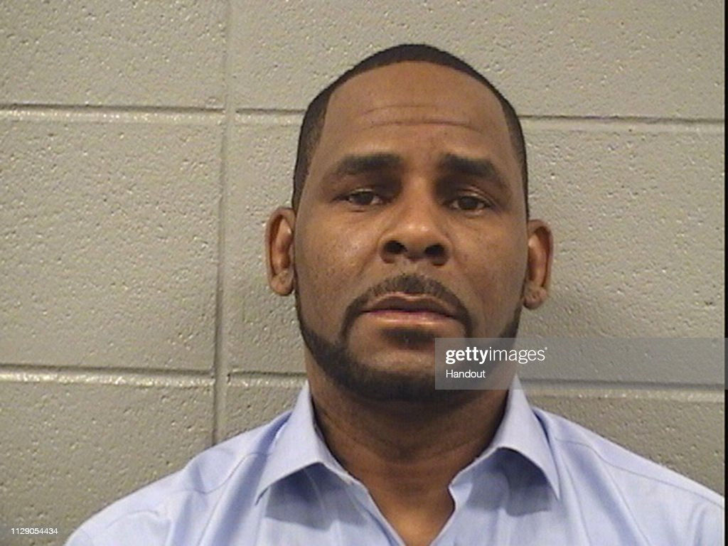 R. Kelly Arrested for Unpaid Child Support : News Photo