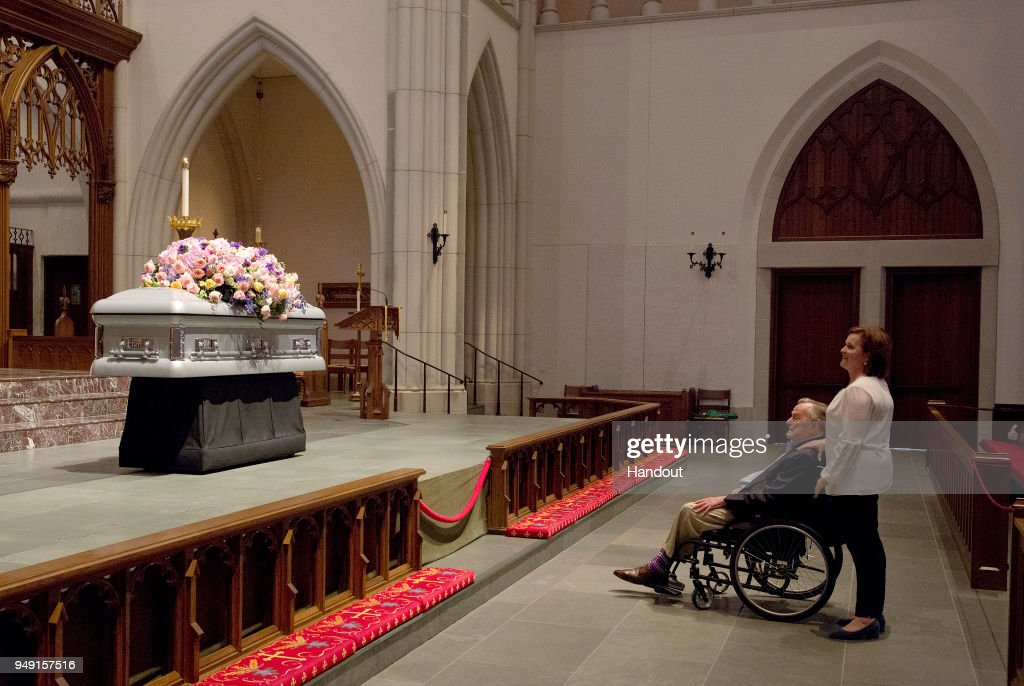 Mourners Pay Their Respects To Late First Lady Barbara Bush : News Photo