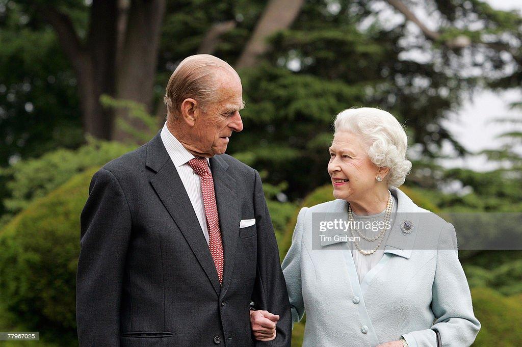 Queen & Duke of Edinburgh Diamond Wedding Anniversary : News Photo
