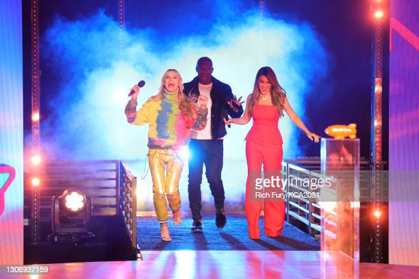 In this image released on March 13, Heidi Klum, Terry Crews, and Sofía Vergara, winners of Favorite Reality Show for 'America's Got Talent', speak...
