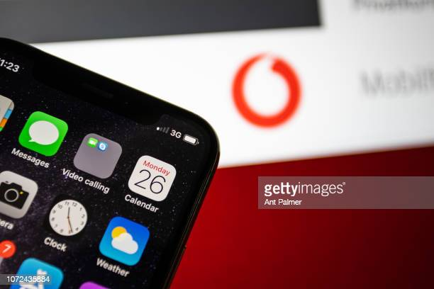DUSSELDORF GERMANY NOVERMBER 26 In this photo illustration a mobile phones network strength is shown on November 26 2018 in Dusseldorf Germany The...
