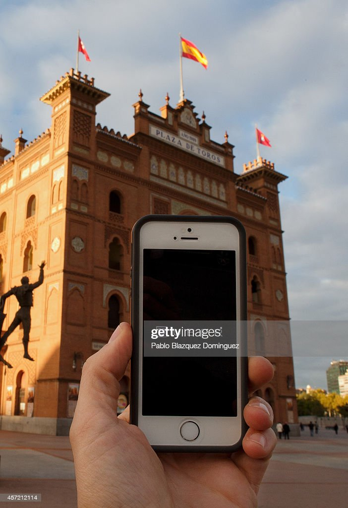 In this Photo Illustration a smart phone displays a picture with the logo of the news taxi app 'Uber' outside Plaza de Toros Las Ventas on October 14, 2014 in Madrid, Spain. 'Uber' application started to operate in Madrid last September despite Taxi drivers claim it is an illegal activity and its drivers currently operate without a license. 'Uber' is an American based company which is quickly expanding to some of the main cities from around the world.