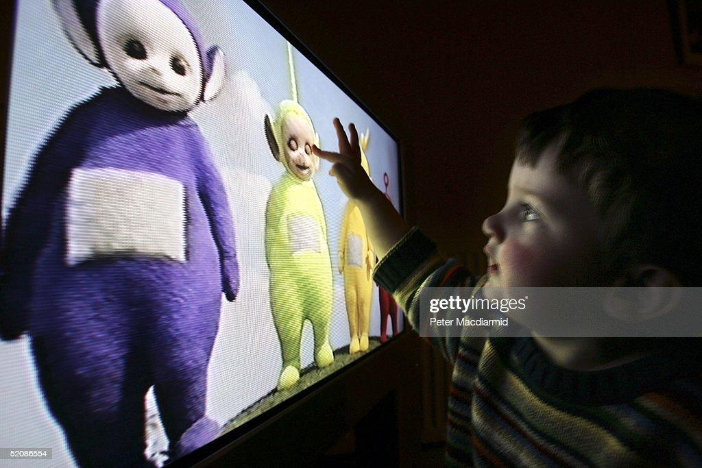 Children Watch Television At Home : News Photo