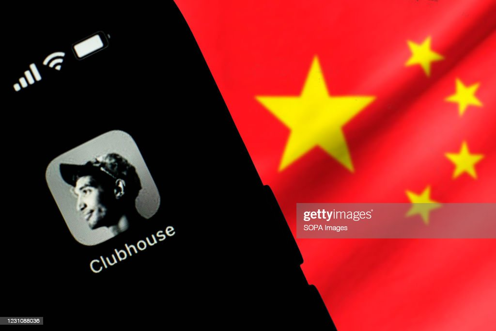 In this photo illustration, the Clubhouse logo seen... : ニュース写真