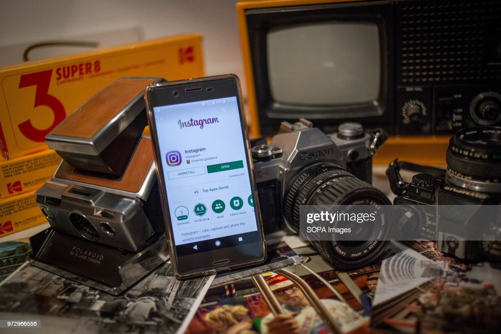 Camera Vintage Android : The instagram application seen display on a android sony