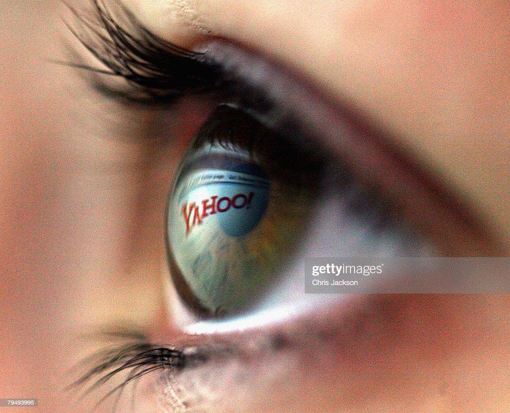 Internet Market Considers MIcrosoft Bid for Yahoo : News Photo