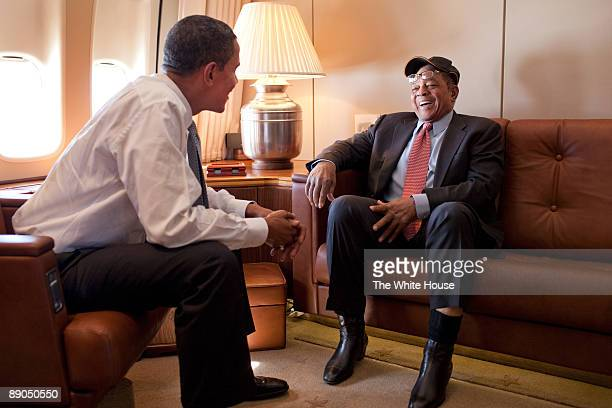 In this photo provided by The White House President Barack Obama talks with baseball great Willie Mays aboard Air Force One en route to the MLB...