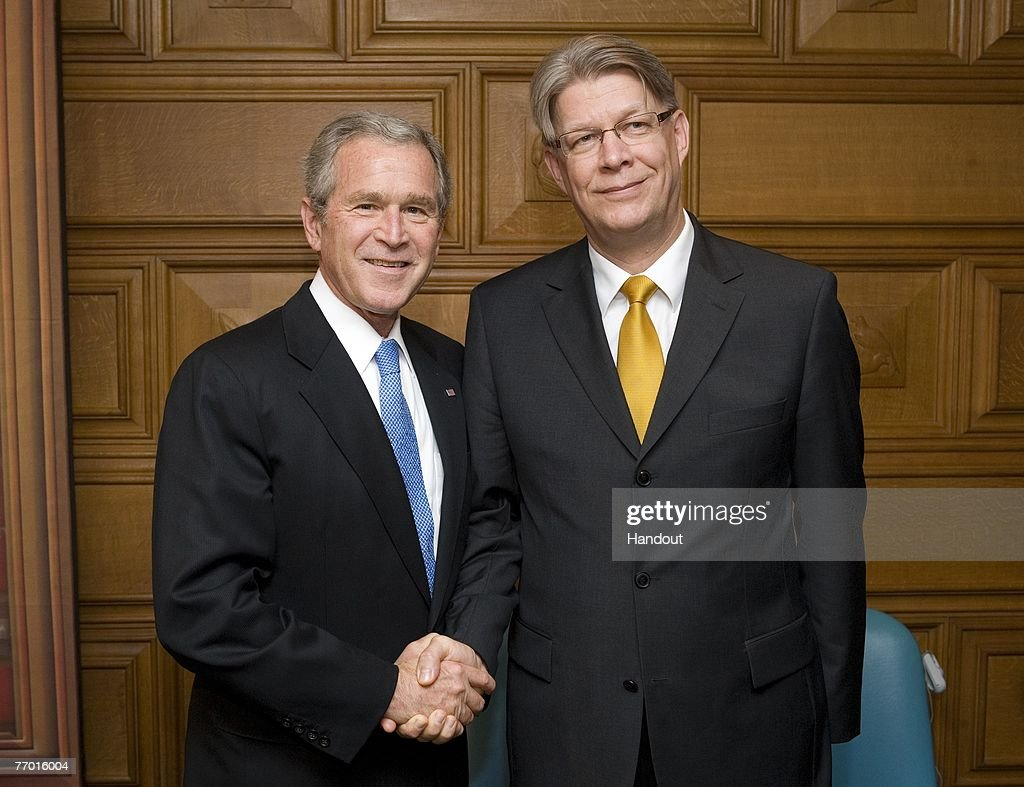 In this photo provided by the White House, U.S. President George W. Bush (L) poses for a photo with President of Latvia Valdis Zatlers during their participation in a Roundtable on Democracy September 25, 2007 at the United Nations in New York CIty.
