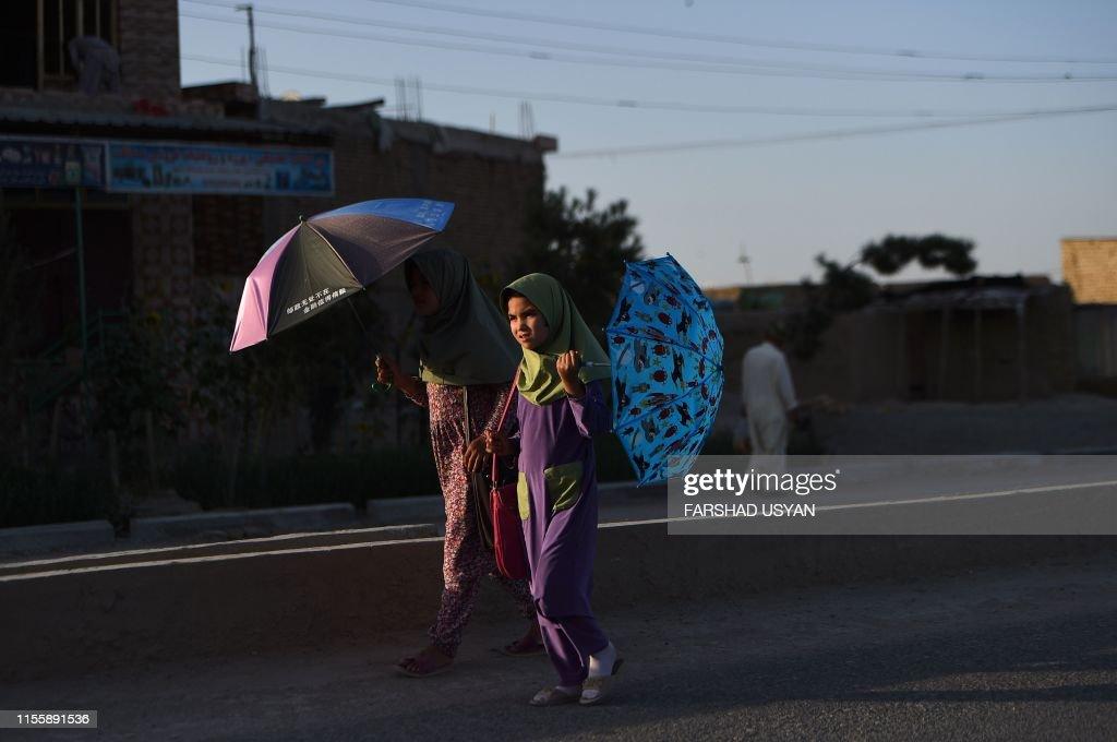 TOPSHOT-AFGHANISTAN-SOCIETY-CHILDREN : News Photo