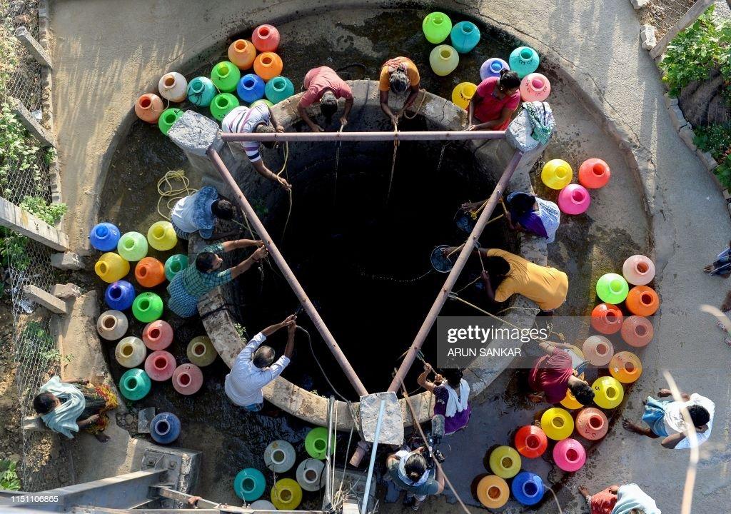 TOPSHOT-INDIA-ECONOMY-WATER : News Photo
