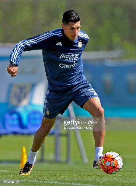 In this photo taken on October 7 2017 Argentina's national football team player Enzo Perez takes part in a training session in Ezeiza Buenos Aires...