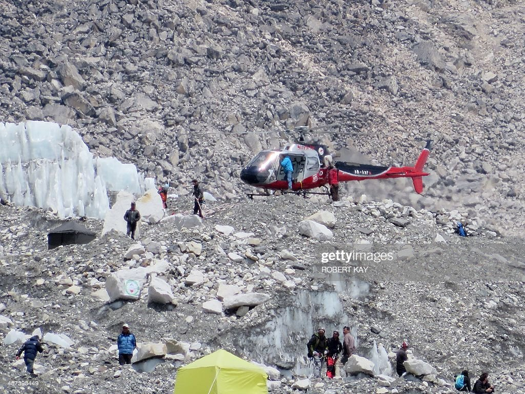 NEPAL-EVEREST-AVALANCHE-MOUNTAINEERING-LEISURE : News Photo