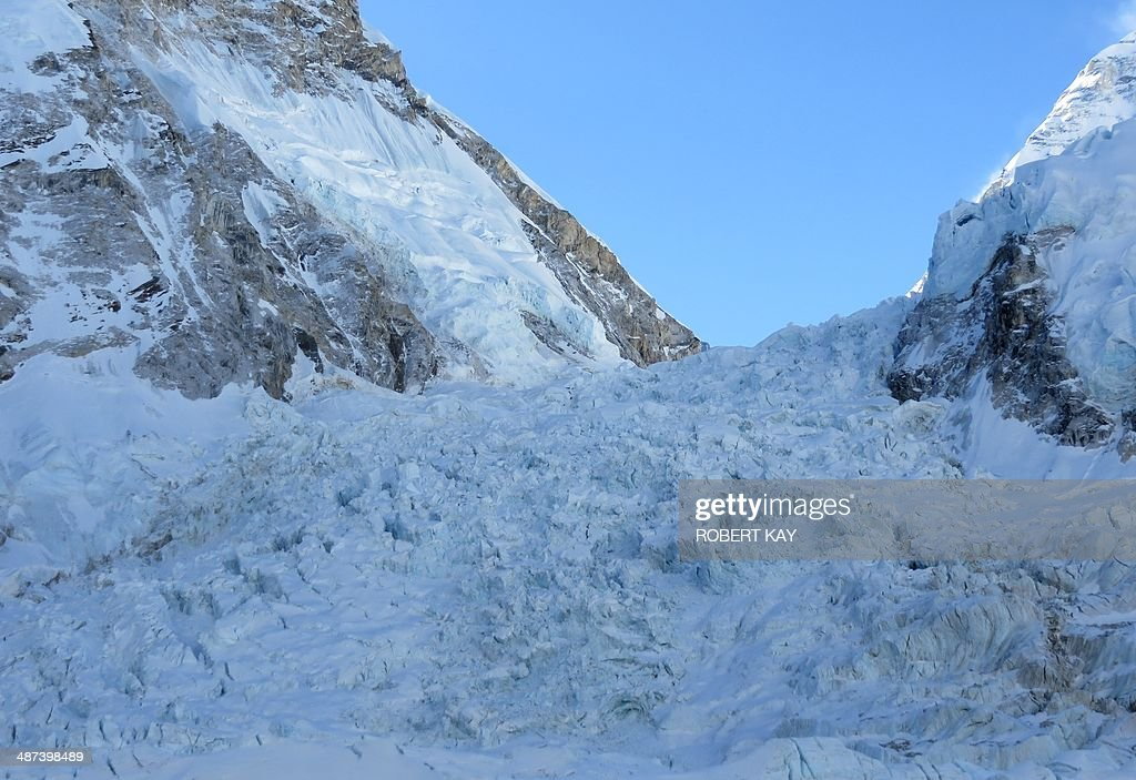 NEPAL-EVEREST-AVALANCHE-MOUNTAINEERING-LEISURE : News Photo