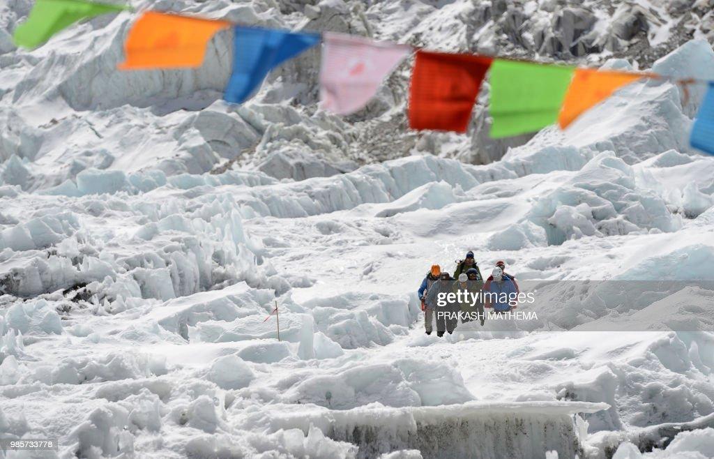 NEPAL-EVEREST-MOUNTAINEERING-AVIATION : News Photo