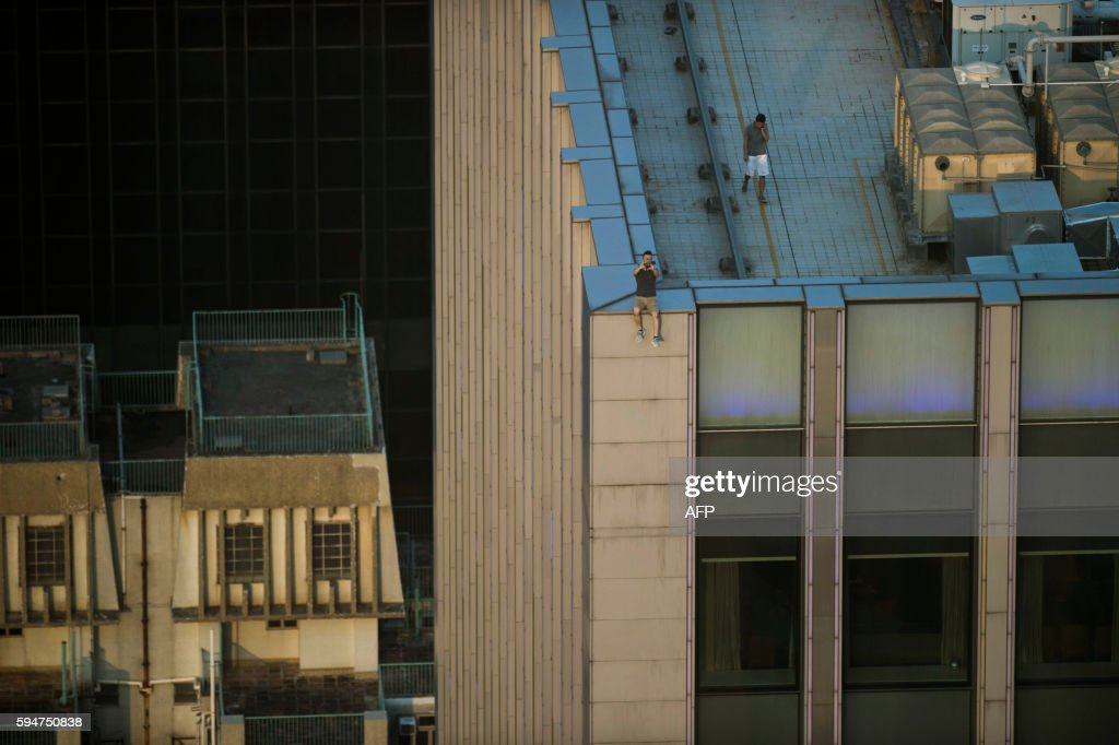 HONG KONG-ROOFTOPPING : News Photo