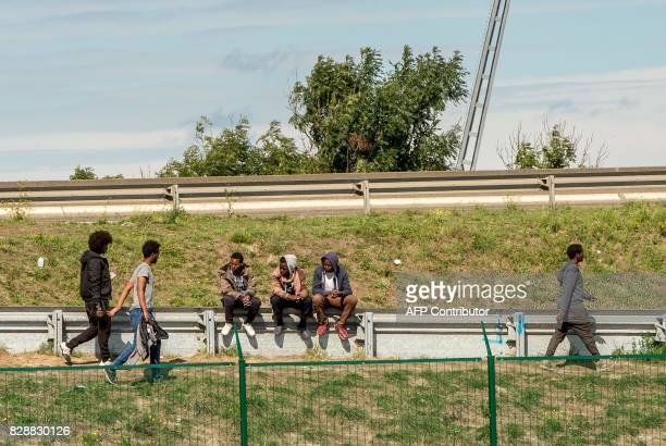 In this photograph taken on August 9 migrants gather on an expressway which leads to the ferry port in Calais / AFP PHOTO / PHILIPPE HUGUEN