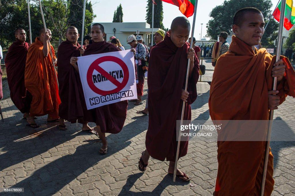 MYANMAR-BANGLADESH-MALAYSIA-UNREST-AID : News Photo