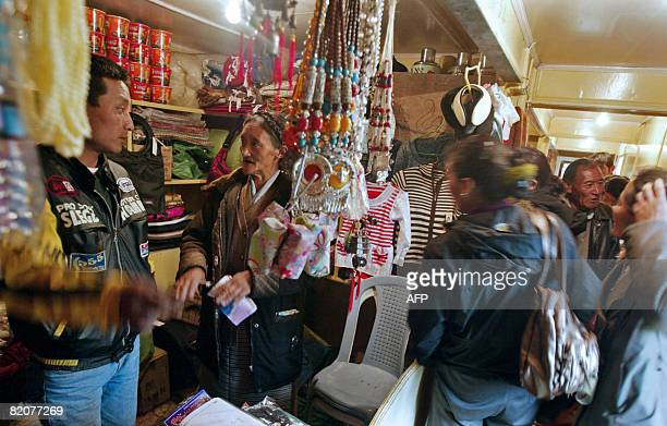 GUPTA 'INDIACHINADIPLOMACYTRADE' In this photograph taken on July 10 2008 Chinese traders engage with Indian traders who sells Chinese goods at...