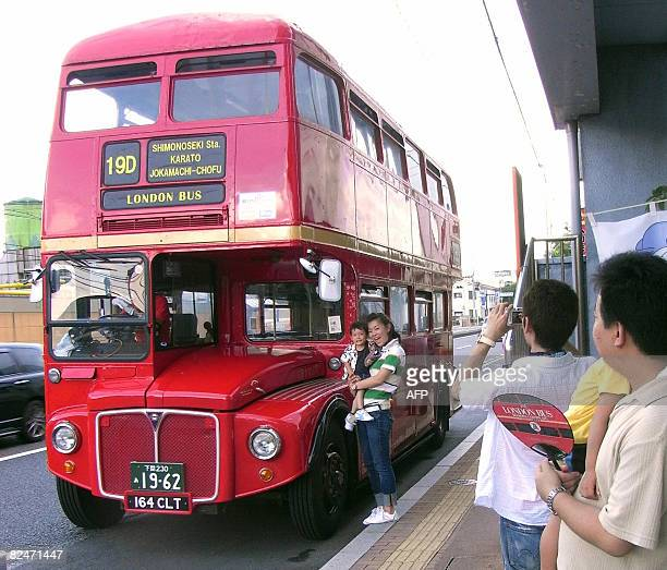 ITO 'JAPANBRITAINTRANSPORTTOURISMTRAVEL' In this photograph taken on July 27 2008 tourists take their souvenir pictures in front of a double decker...