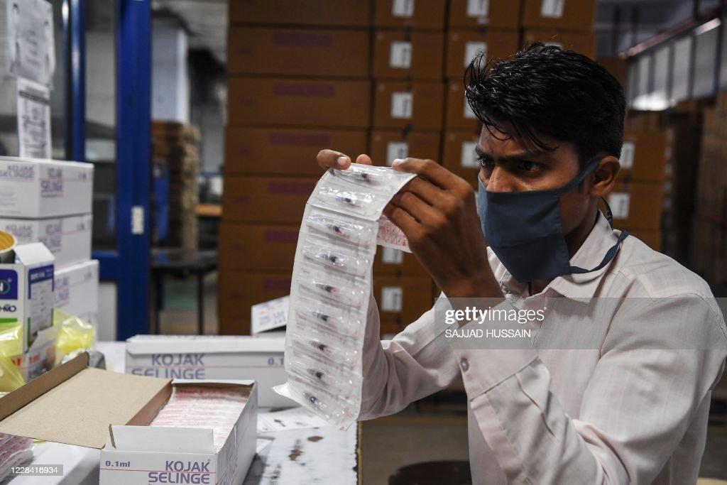 INDIA-HEALTH-VIRUS-SYRINGE : News Photo