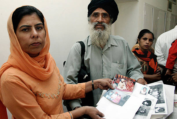 WITH `INDIASOCIETYWOMENMARRIAGE` In this picture taken 17 October 2004 in Ludhiana capital of India`s northern state of Punjab Indian woman Gurbinder.