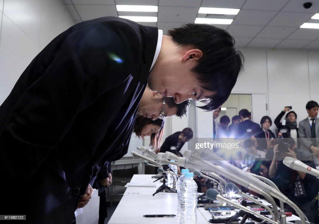 In this picture taken on early January 27, 2018, Coincheck president Koichiro Wada (L) bows in apology at the end a press conference in Tokyo. Japan's government said on January 29 it would impose administrative measures on virtual currency exchange Coincheck after hackers stole hundreds of millions of dollars in digital assets from the Tokyo-based firm. / AFP PHOTO / JIJI PRESS / - / Japan OUT