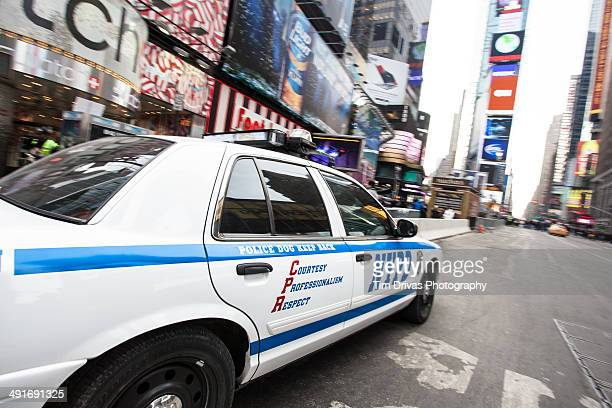 nypd in times square - new york city police department stock pictures, royalty-free photos & images
