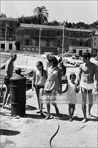 In VACANCY with FAMILY - Jean-Paul Belmondo, wife Elodie and daughters Patricia and Florence in France on July 15, 1965