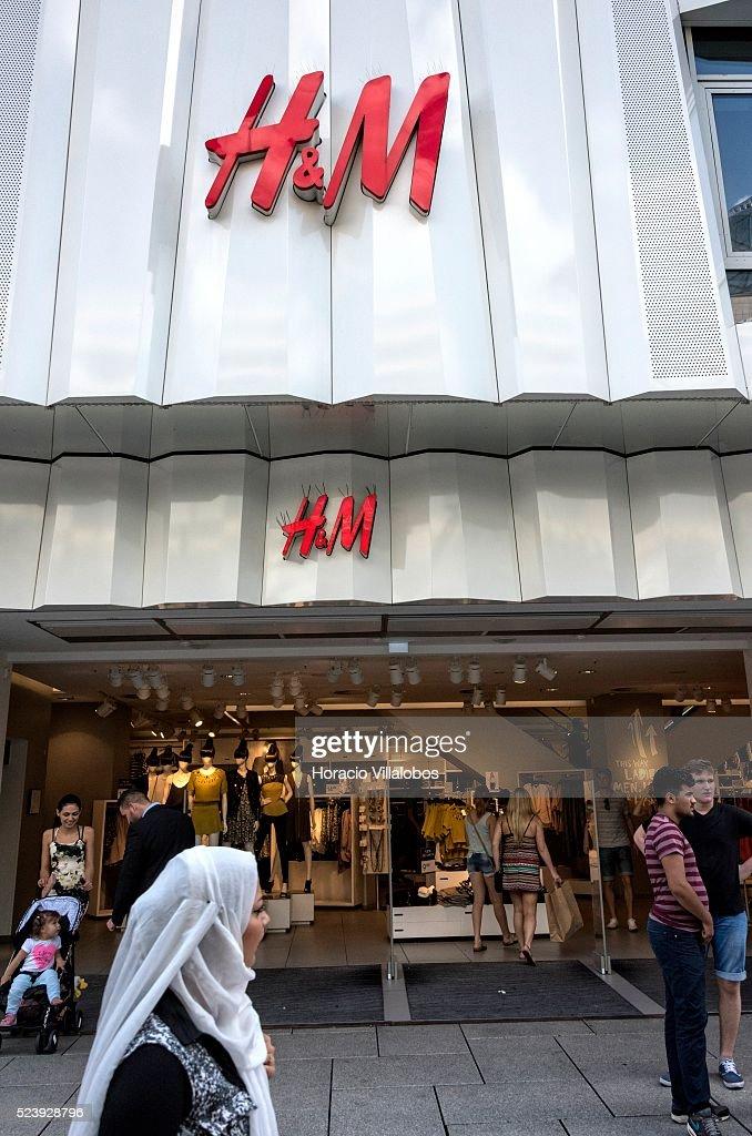 H M In Zeil Main Commercial Street In Frankfurt Germany 01