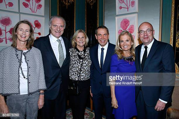 Ina Giscardd'Estaing Alain Flammarion his wife Suzanna Artist Jeff Koons USA Ambassador to France Jane D Hartley and Director of 'Musee d'Art Moderne...