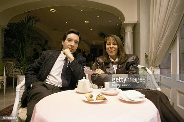 Inaki Gabilondo sat down next to his wife Lola Carretero in a cafe