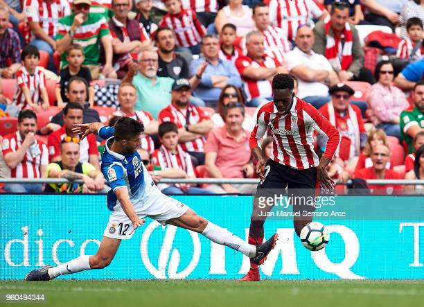 Inaki Williams of Athletic Club competes for the ball with Didac Vila Rossello of RCD Espanyol during the La Liga match between Athletic Club and RCD...