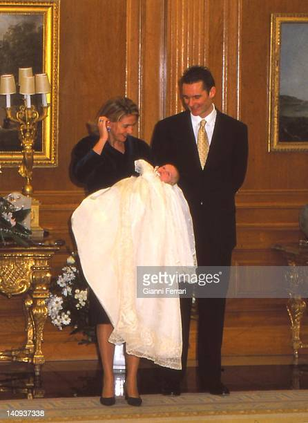 Inaqui Urdangarin and his wife the Infanta Cristina with their first son Juan Valentin in the Zarzuela Palace First October 1999 Madrid Spain