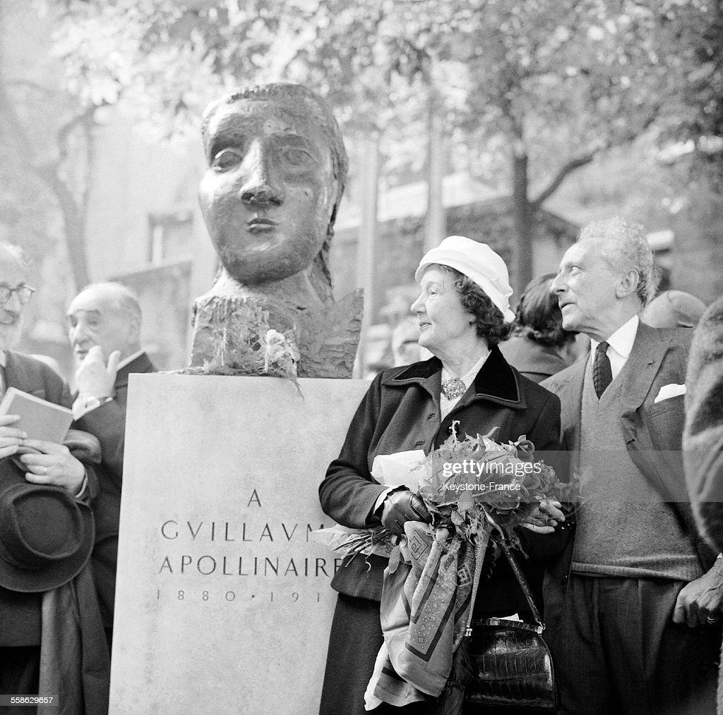 Inauguration du monument en hommage à Guillaume Appolinaire : Photo d'actualité