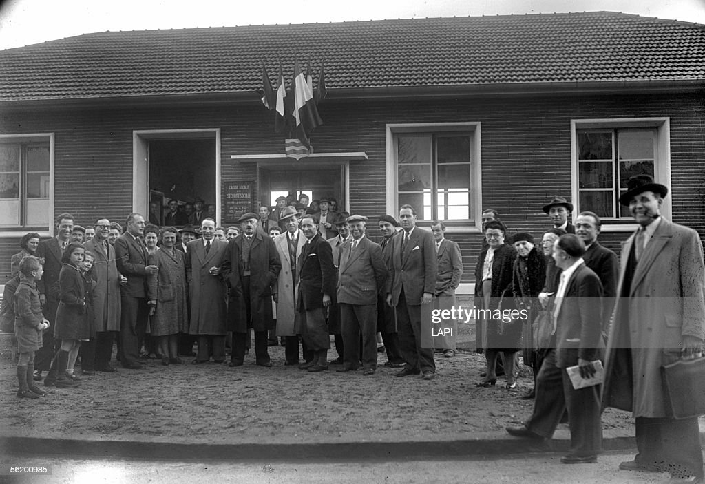 Inauguration of a desk of National Health Service. Louis Bordes, mayor of Stains (third from the left). Stains, April 17, 1948.