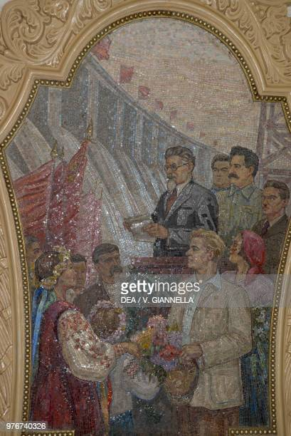 Inauguration of the Zaporozhye dam mosaic in the KievskajaKol'cevaja station Moscow Metro Russia
