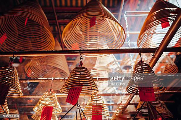 incense coils hanging on the roof of temple - man motempel stockfoto's en -beelden