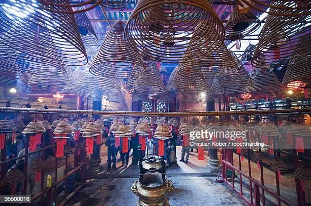 incense coils, man mo temple, hong kong island, hong kong special administrative region (sar), china, asia - man motempel stockfoto's en -beelden
