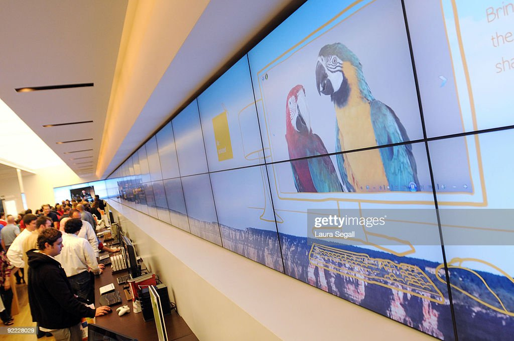 120 47 inch lcd screens surround the microsoft store at scottsdale news photo getty images. Black Bedroom Furniture Sets. Home Design Ideas