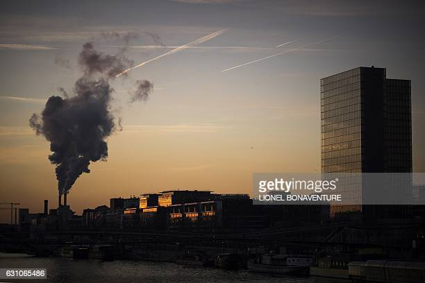 A incinerator is pictured from the river Seine bank at sunrise on January 6 2017 in Paris / AFP / LIONEL BONAVENTURE