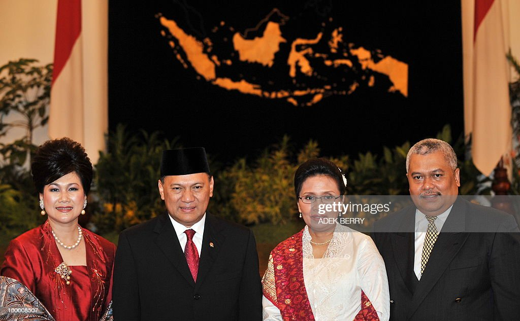 Incoming Finance Minister Agus Martowardojo (2nd-L) and his spouse (1st-L) pose with Vice Finance Minister Anny Ratnawati (2nd-R) and her spouse after the swearing in ceremony at the presidential palace in Jakarta on May 20, 2010. Indonesia's new finance minister faces an uphill struggle to restore investor's confidence after the shock resignation of his respected predecessor, analysts said. President Susilo Bambang Yudhoyono appointed PT Bank Mandiri chief Agus Martowardojo late on May 19, to replace independent economist Sri Mulyani Indrawati, who resigned on May 4 for a top job at the World Bank.