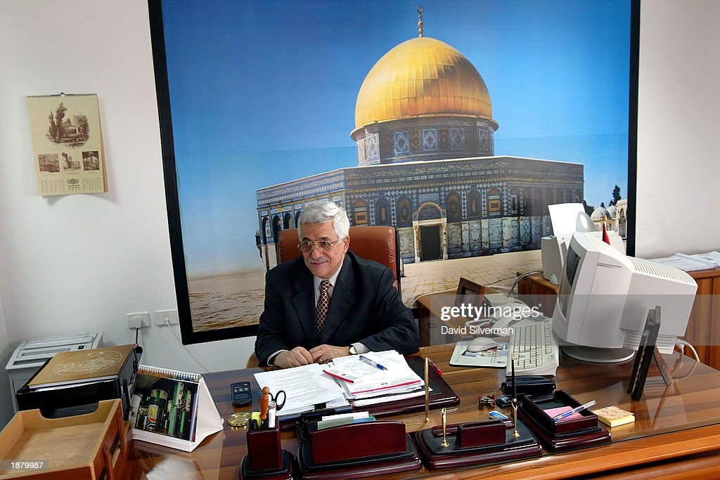 New Palestinian PM Begins Work : Fotografía de noticias