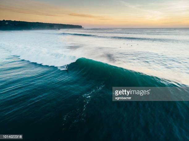 incoming waves - breaking wave stock pictures, royalty-free photos & images