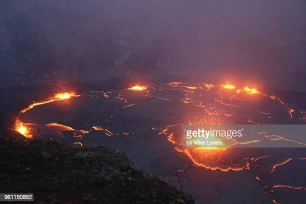 increasing lava lake activity in pu'u o'o crater, kilauea volcano, may 2011. - pu'u o'o vent stock pictures, royalty-free photos & images